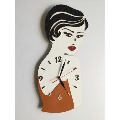 ساعت دیواری رخ زن با لباس نارنجی
