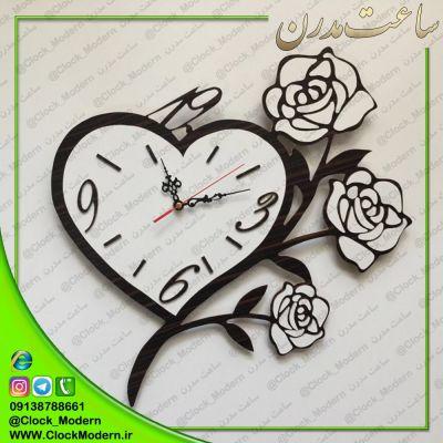 ساعت دیواری قلبی با گلهای رز سفید