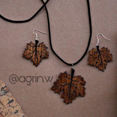 گردنبند چوبی برگ