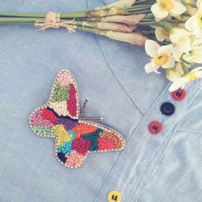 سنجاق سینه دست دوز پروانه