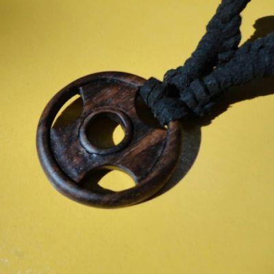 گردنبند چوبی
