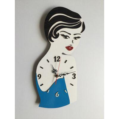ساعت دیواری رخ زن با لباس آبی