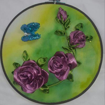 دیوارکوب نقاشی با گل روبانی و پروانه جواهردوزی
