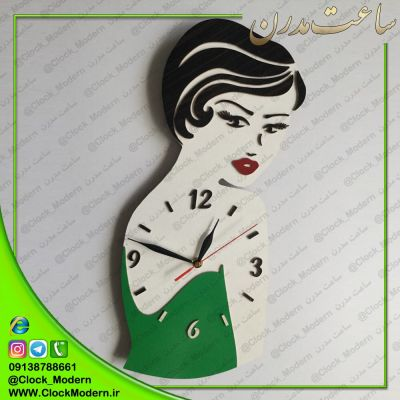 ساعت دیواری رخ زن با لباس سبز