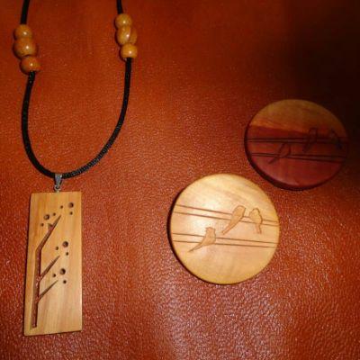 گردنبند چوبی و پیکسل چوبی