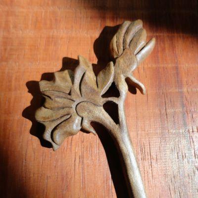 گیره مو چوبی