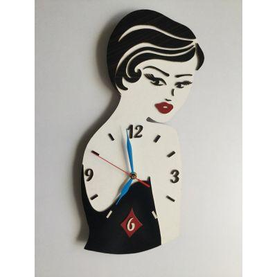 ساعت دیواری رخ زن با لباس مشکی