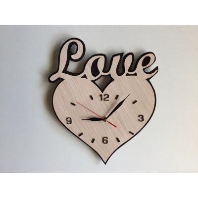 ساعت دیواری چوبی عاشقانه طرح Love