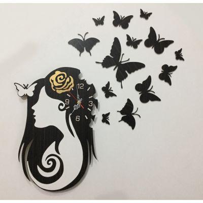 ساعت دیواری چوبی رخ زن با تکه های پروانه